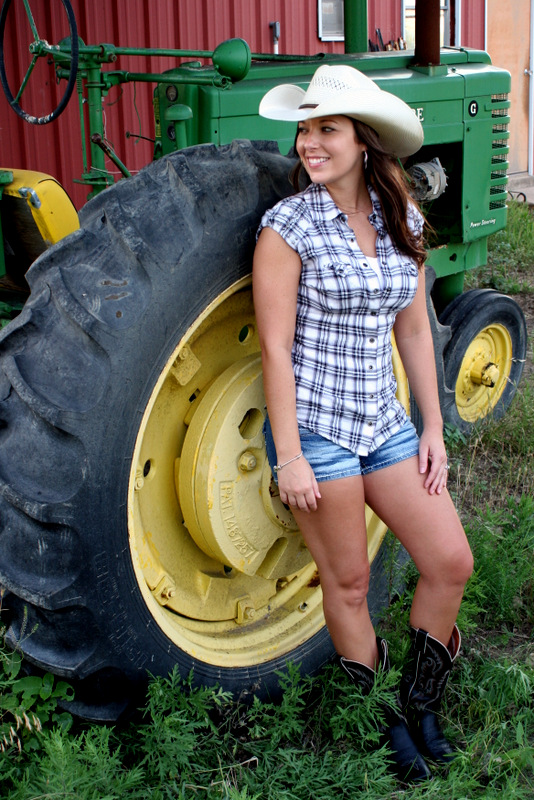 Couple On Tractor : Greene acres hobby farm couple engagement photo ideas
