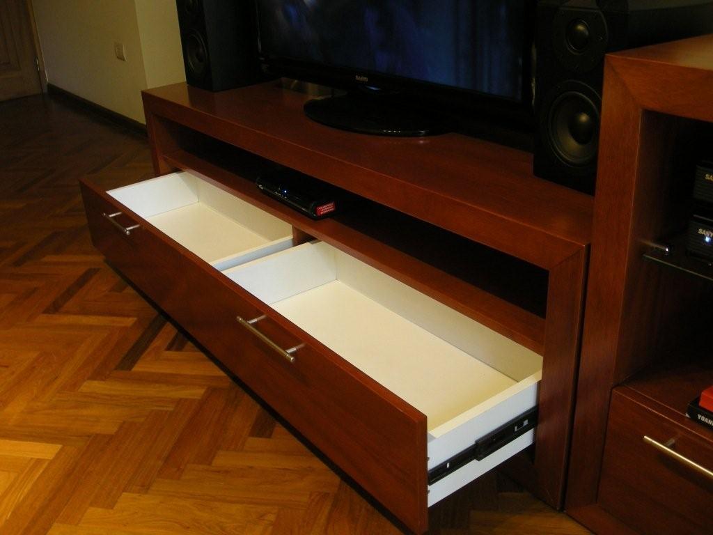 Andy charras objetos de dise o mueble customizado for Muebles para televisor y equipo de sonido