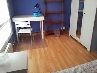 habitación azul piso de estudiantes bilbao