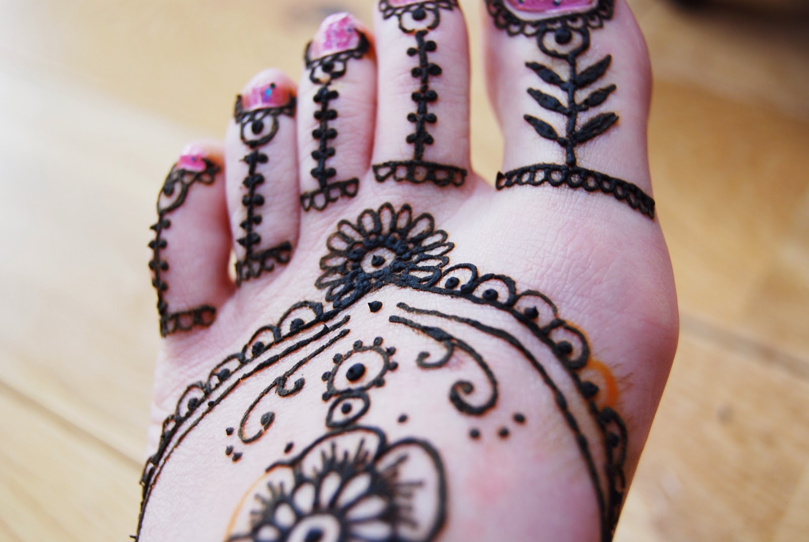 Mehndi Design Kaki : Love lincoln henna design by carys thomas brick dust