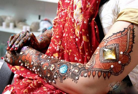 Make the most of a occasion with a stunning full arm henna tattoo