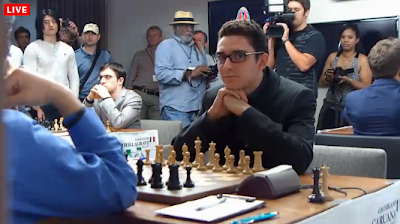 L'incroyable Italien Fabiano Caruana à l'entame de la ronde 9 - capture d'écran du Live © Chess & Strategy
