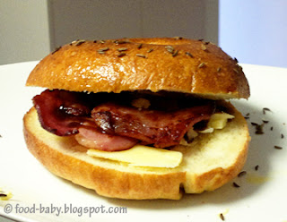 Bacon and Egg Bagel © food-baby.blogspot.com All rights reserved