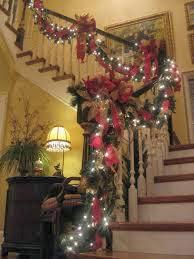 Decorar una escalera en navidad colores en casa for Adornos navidenos para escaleras