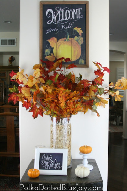 Easy and Quick DIY Fall Entryway Decor that won't break the bank! How to add some festive decorations to your entryway in 15 minutes or less!