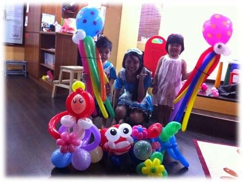 cómo hacer figuras bonitas con globos, como hacer formas con globos para fiestas, como decorar una fiesta con globos, formas bonitas con globos largos