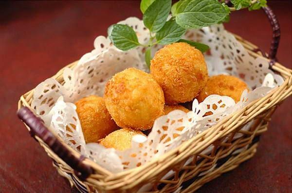 Fried Chicken Cakes - Bánh Gà Chiên Xù