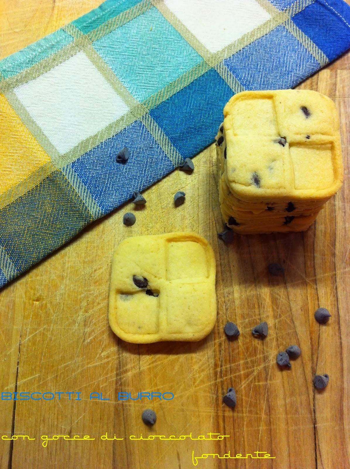 biscotti al burro con gocce di cioccolato fondente