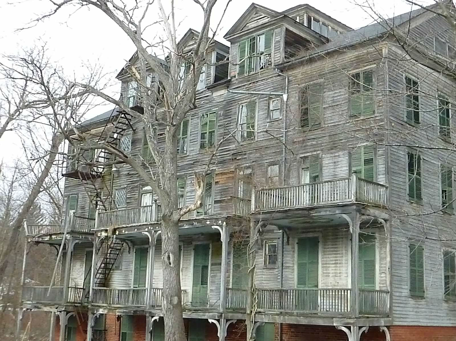 Papergreat creepy and dilapidated structures of the for Houses in united states