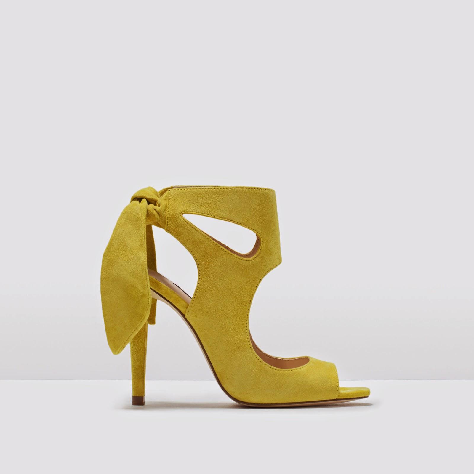 Sandalias amarillas lazo trasero Zara. Sandalias lazo detrás Zara. Clon Stella Jean- Zara. Clones en Zara. Sandalias amarillas zara. Zapatos Amarillos zara