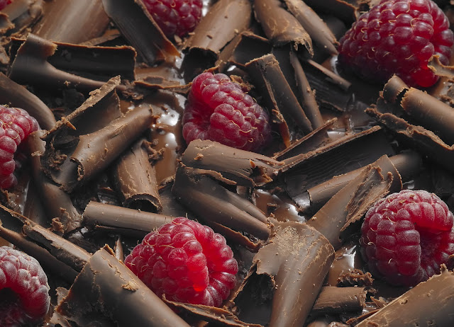 8 Martie raspberry chocolate zmeura