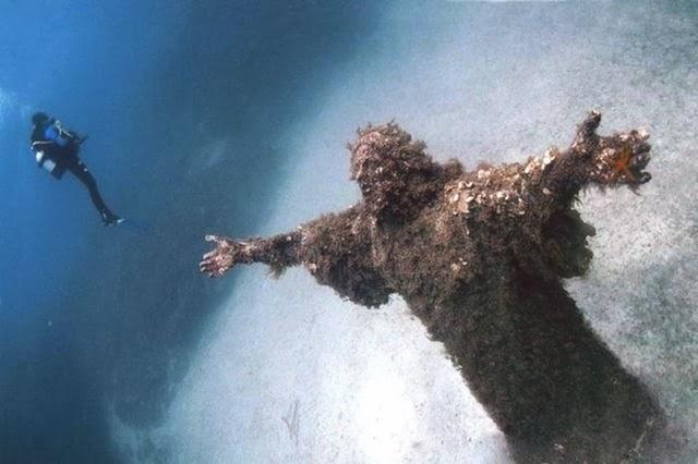 Cristo del Abismo, en San Fructuoso, Italia