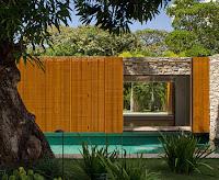 Rumah Tropis Gaya Etnik 12