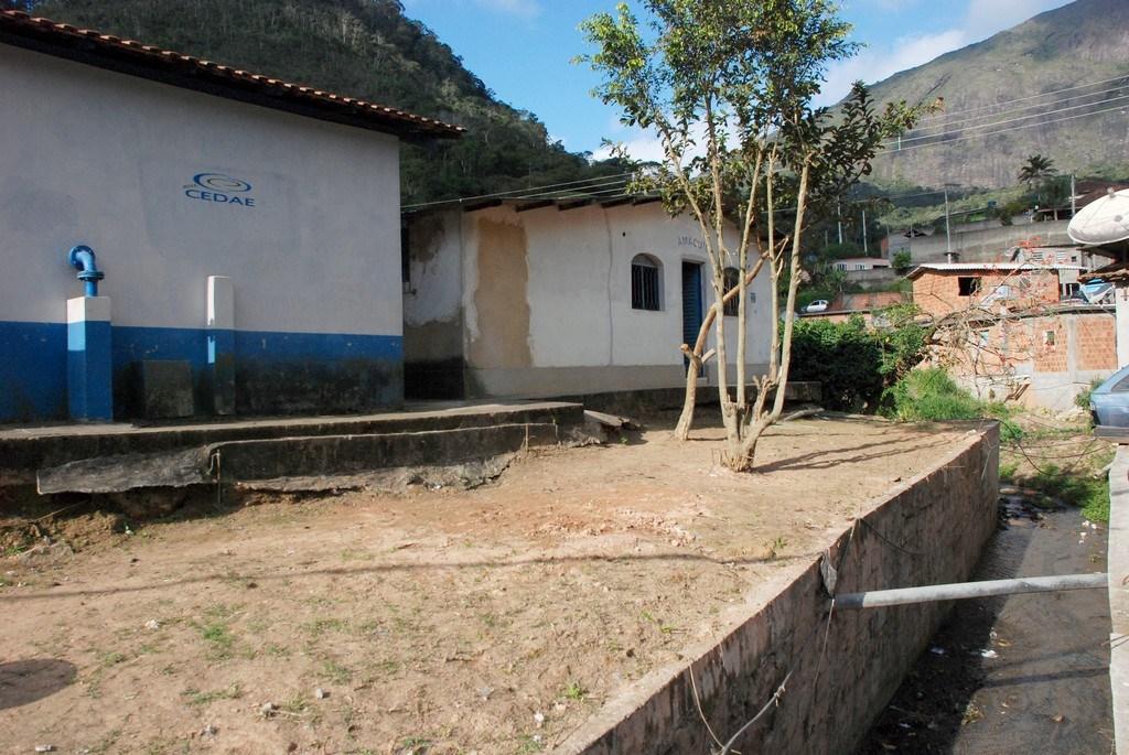 O imóvel era a antiga sede da Amaquil (Associação dos moradores e amigos da Quinta Lebrão) e foi cedido para facilitar o atendimento dos moradores do bairro