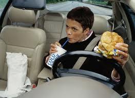 jangan makan saat mengemudi