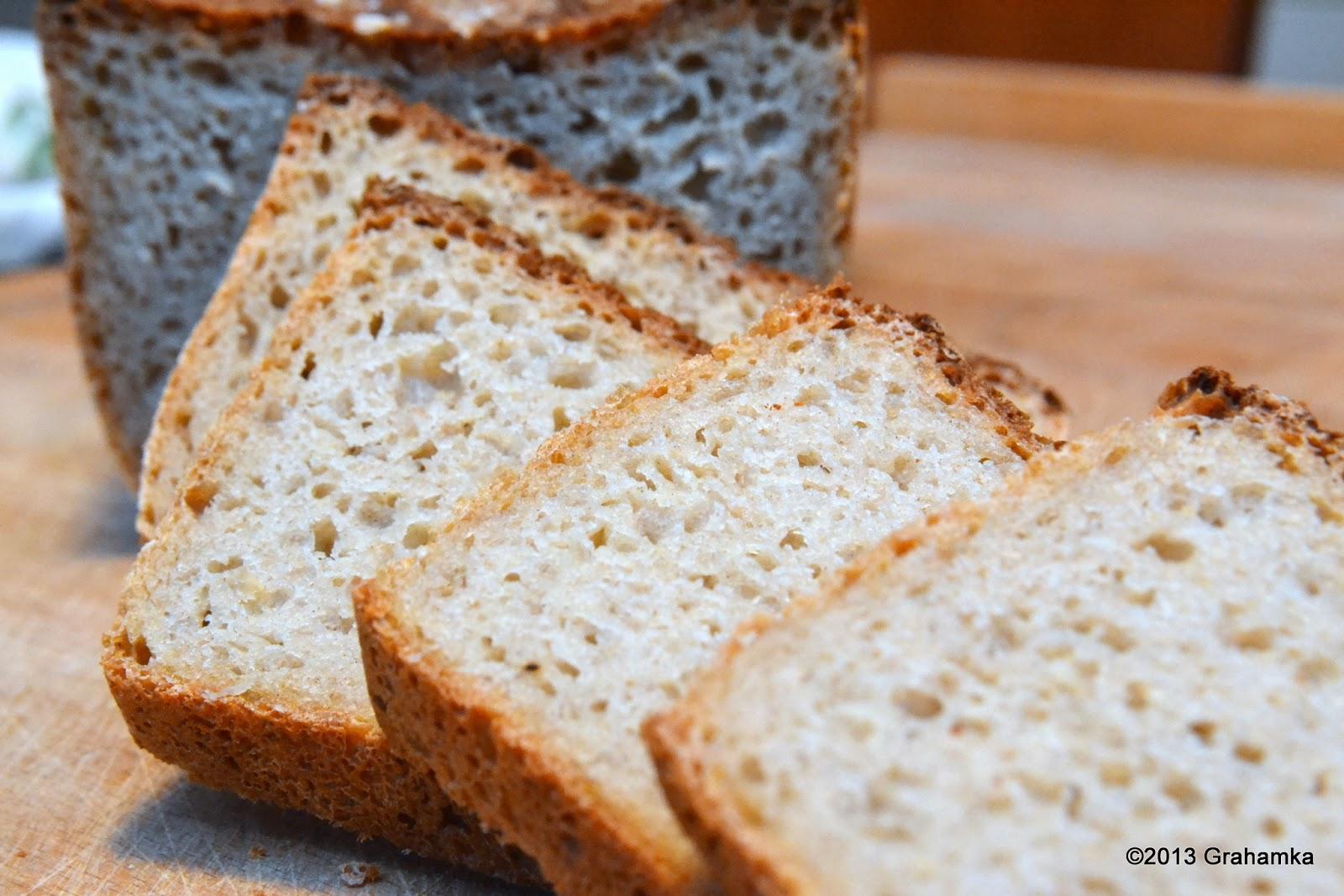 Chleb żytni, łatwy i szybki, z kromkami.