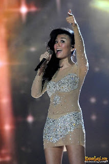 Agnes Monica seksi Result Show Indonesian Idol 2012