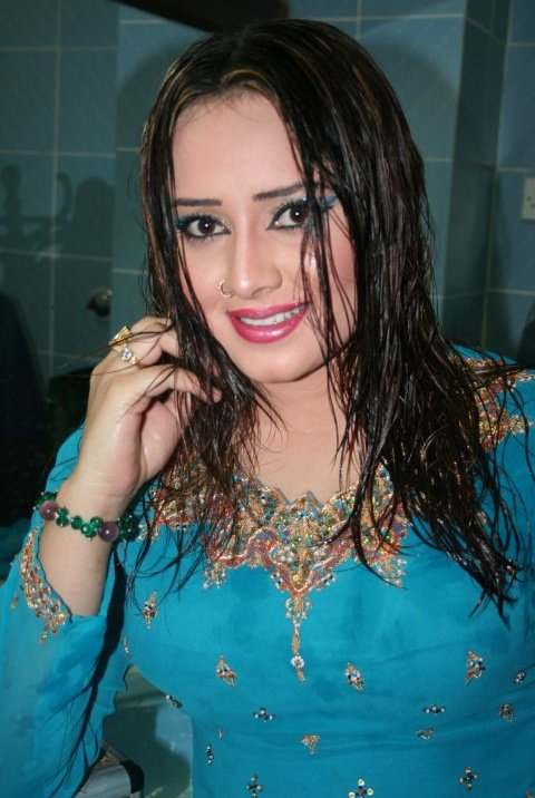 Pashto+film+drama+hot+actress+dancer+Nadia+Gul+photos-pics-wallpaper+