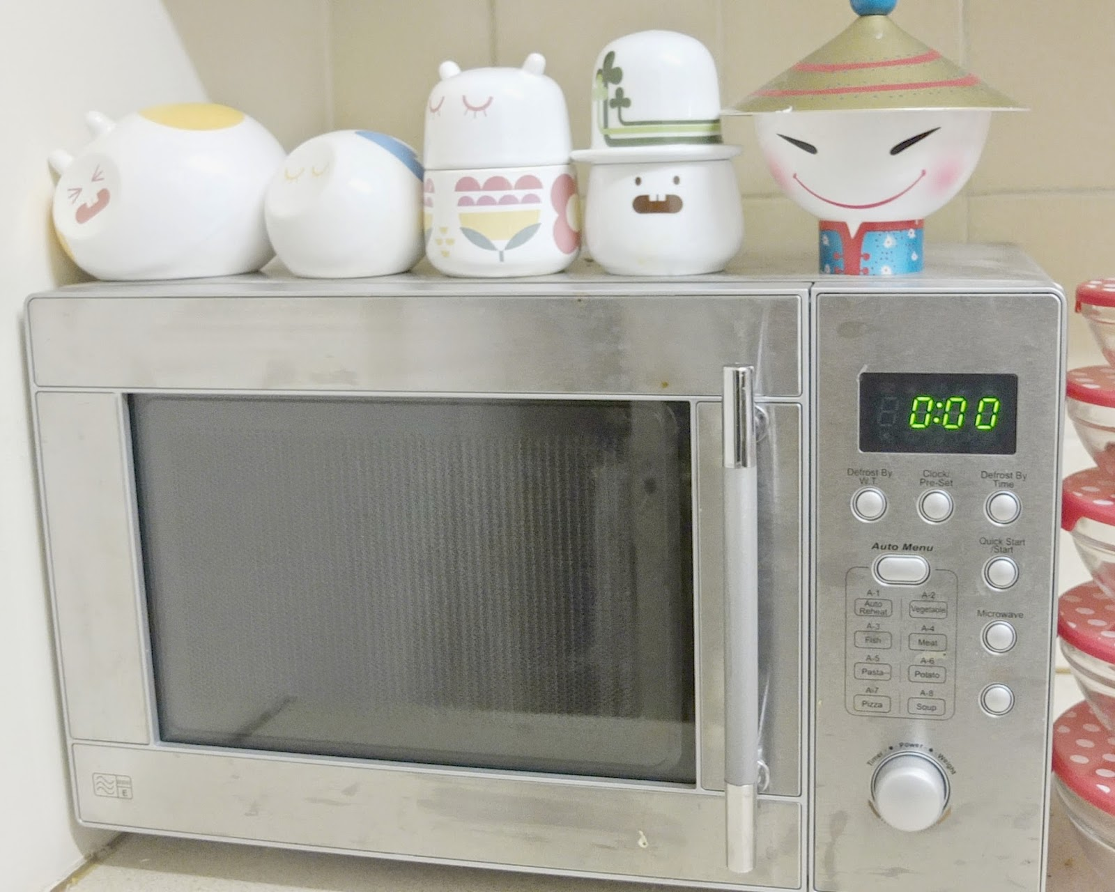 Unconventional Uses For Your Microwave on British lifestyle blog.
