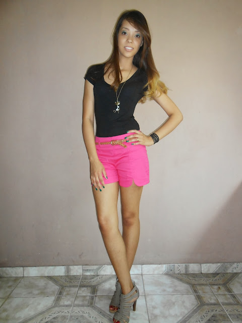 Look do dia: shorts rosa e sandália gladiadora
