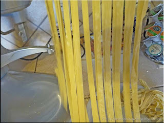 cutting the pasta sheet