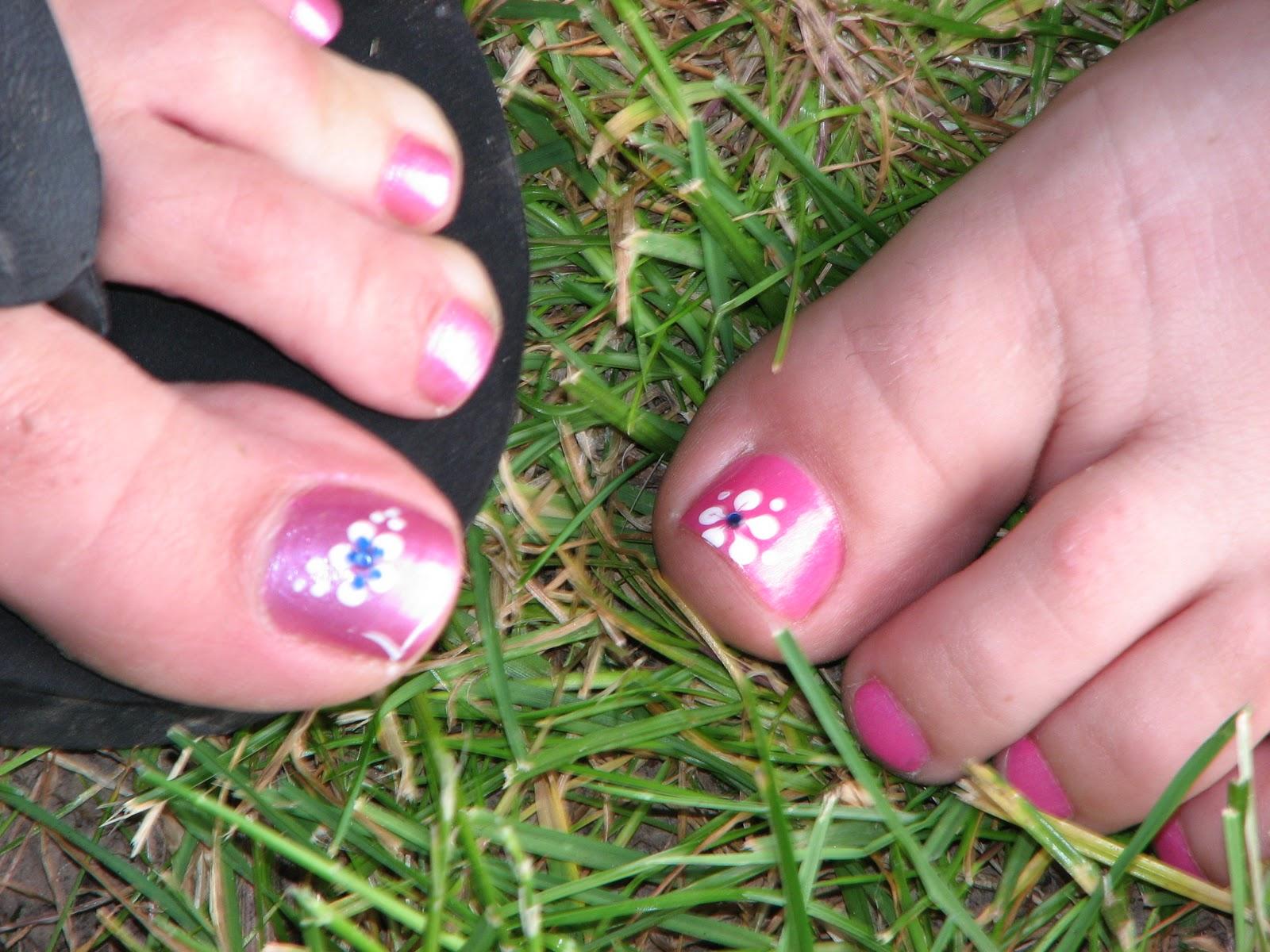 Kristine Blogs new: Toe Nail Art