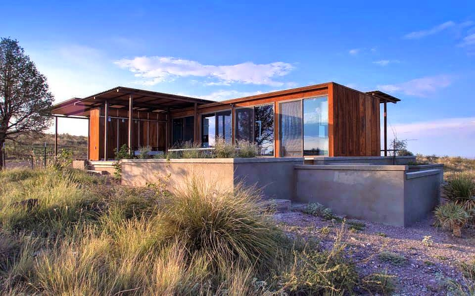 Container minimalist house design on extreme desert make for Minimalist box house design