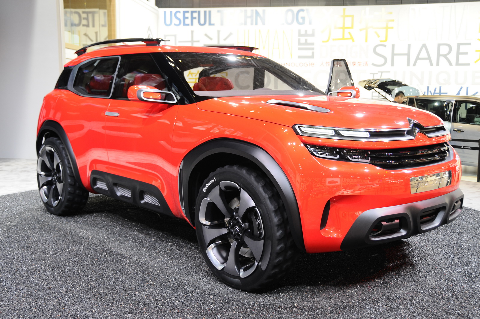 citroen s funky aircross concept is a cactus on steroids carscoops. Black Bedroom Furniture Sets. Home Design Ideas