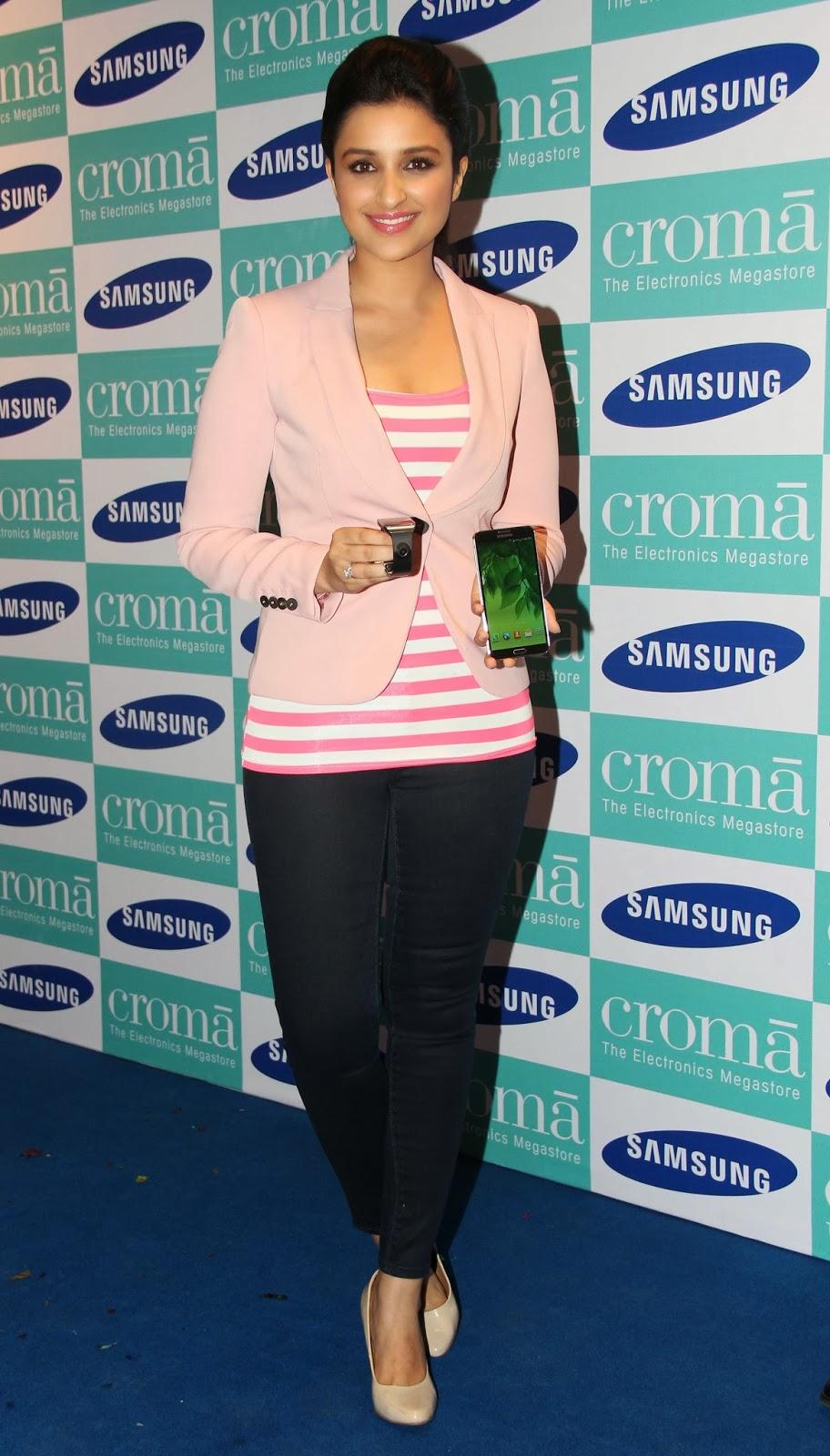 http://3.bp.blogspot.com/-flqYBw7TriM/UkRODZVOajI/AAAAAAAAcdE/rOEnQ1Ks_ss/s1600/Parineeti-Chopra-Launch-Samsung-Galaxy-Note-III-25.JPG