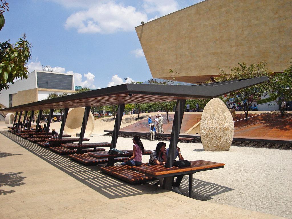 Materiales d i dise o espacios p blicos colombia medellin for Diseno de interiores universidad publica
