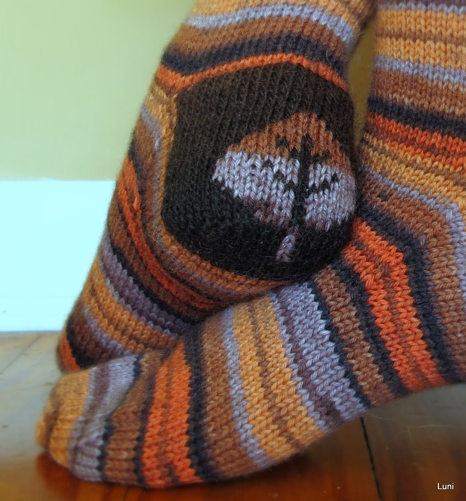 Double Knit Sock Pattern : 3 Sleeves to the Wind: Double knit sock heels done