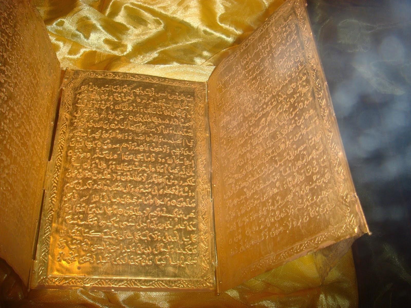 Al-Quran Bersadur Emas