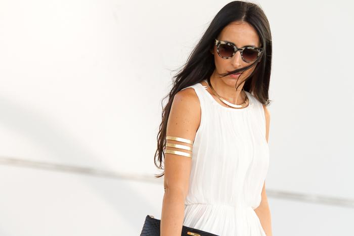 Blogger guapa con pelo largo
