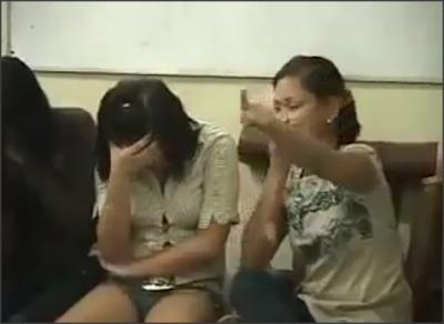 Pelacur Wanita Gadis cewek cun Marah Polis Tangkap Serbu Warga China Pendatang Haram