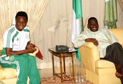 Mikel Obi Pays President Goodluck Courtesy Call To Say Thanks...Pics Inside! 1