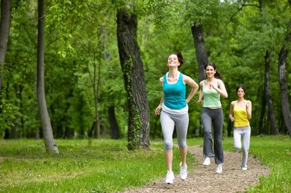 berjalan untuk menghilangkan stres kerja yang berlebihan