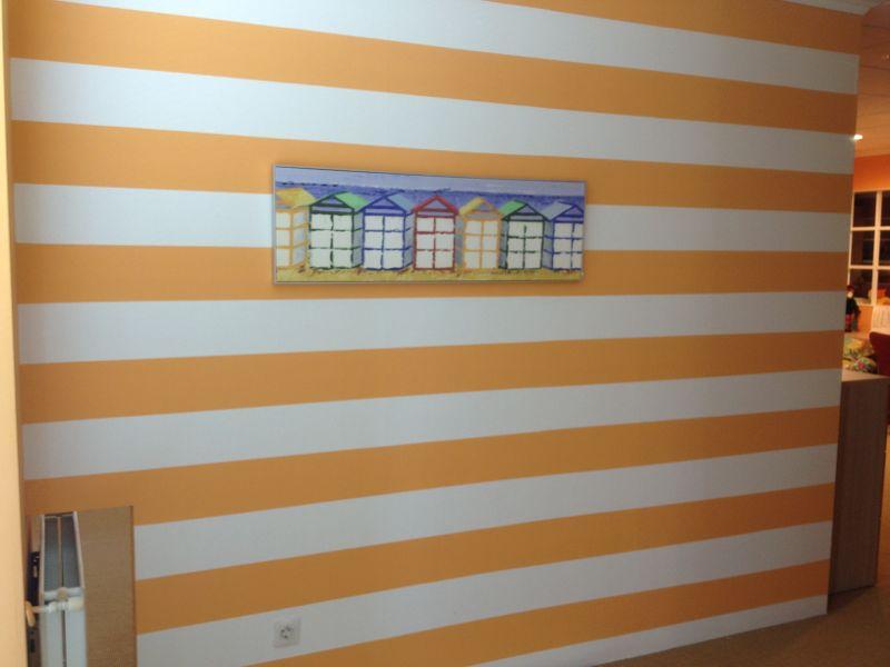 Recikla arte pared pintada a rayas horizontales - Rayas horizontales en paredes ...