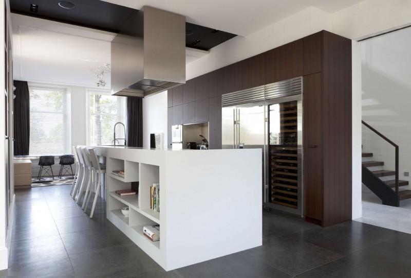 Hogares frescos casa con claraboyas ventanales y techos for Techos interiores de casas modernas