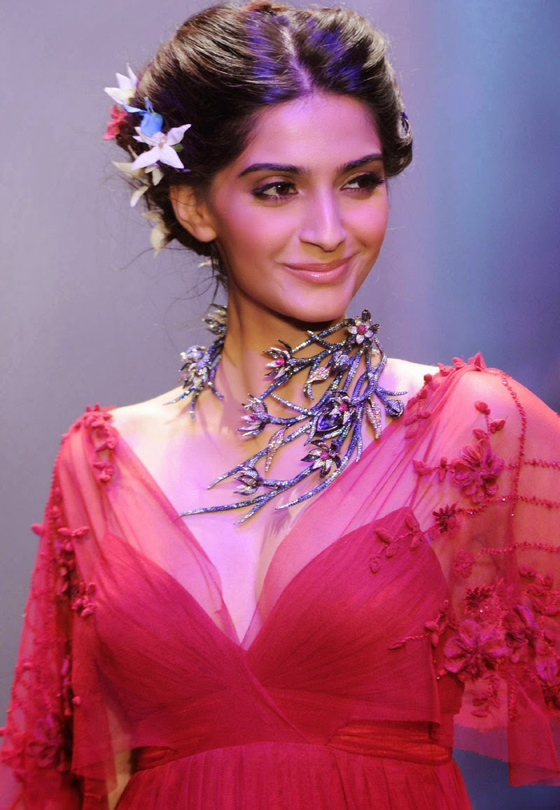 Sonam kapoor Hot Photo