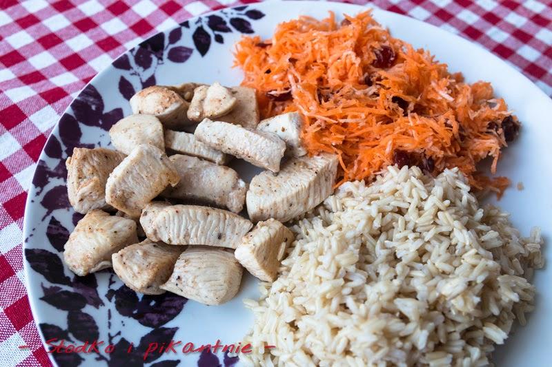 Cytrynowy kurczak z marchewkowo - żurawinową surówką