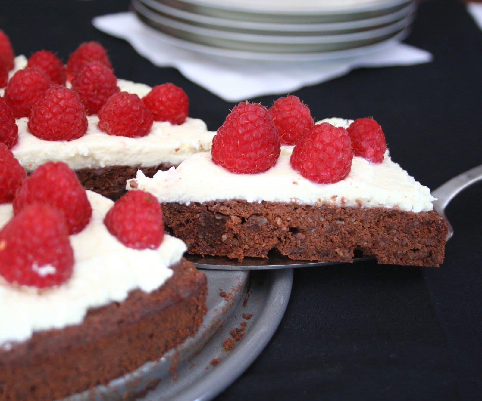 Flourless Chocolate Torte with Mascarpone and Raspberries (Low ...