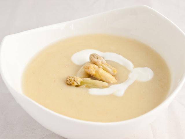 zupa z białych szparagów przepis