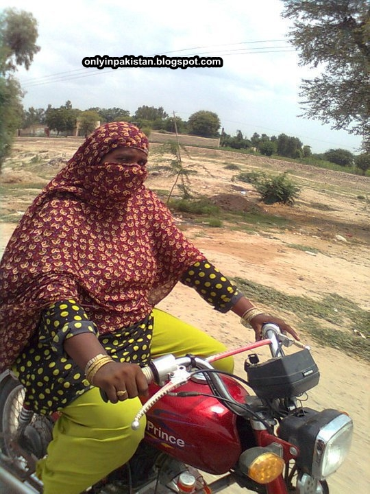 Body and Cosmetic Beauty, Paiggo Introduced it,  Deluxe Jumped, YBR came with a Bang - Funny Pakistani female on moterbike