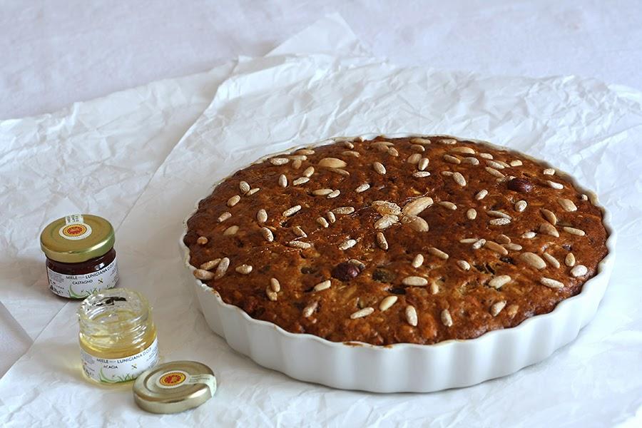 dolce al miele della Lunigiana, spezie, frutta secca