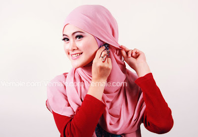 cara memakai jilbab segi empat yang simple dan modis