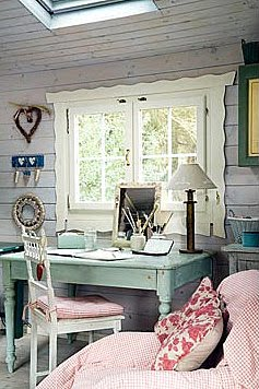Home office with a shabby chic decor