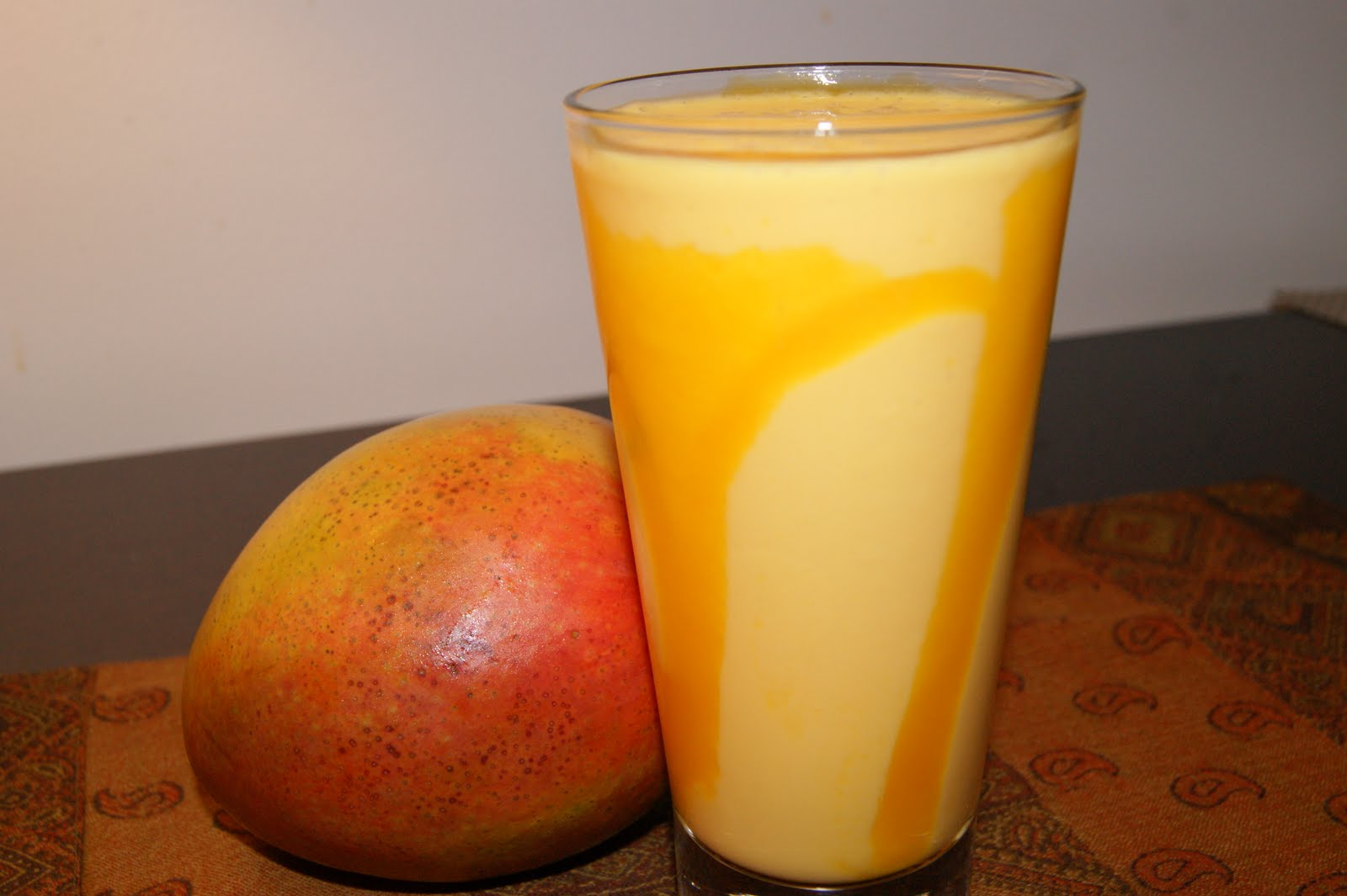 how to make mango lassi with canned mango pulp