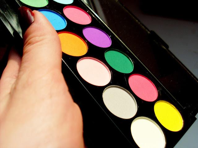Paleta 12 matowych cieni Sleeka Brights, wizaż, wizaz