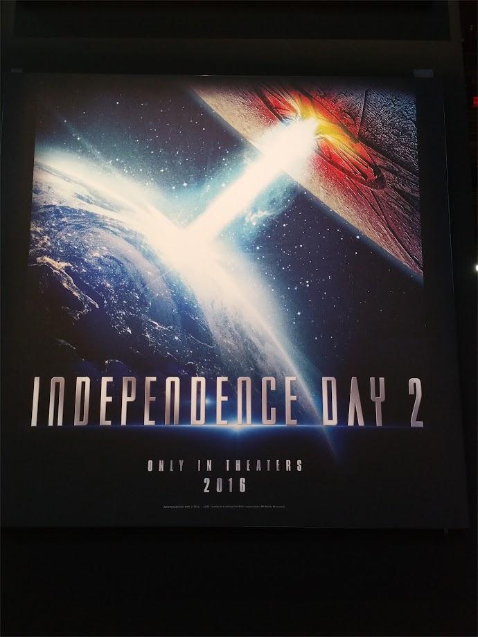 【速報】インデペンデンス・デイ2 ポスター公開 地球と同じサイズのUFOが攻めてくる