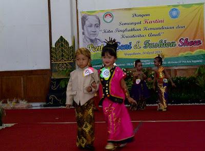 Model Baju Tradisional Jawa Fashion Show Anak Hari Kartini